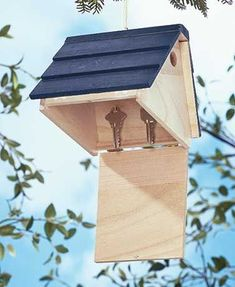 Store a spare key in this Hide-a-Key Birdhouse, where no one would ever think to look. The faux birdhouse looks real, but the hole is too small for birds to ent #birdhousetips