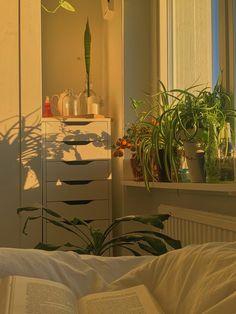 Room Design Bedroom, Room Ideas Bedroom, Bedroom Decor, Bedroom Inspo, Room Ideias, Cute Room Decor, Study Room Decor, Indie Room, Pretty Room