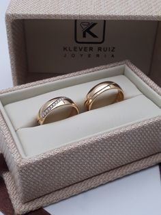 Argollas en oro amarillo con Diamantes 0.20ct