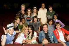 All the cast from hsm 3 with kenny ortega very cute i miss hsm ❤❤❤ Troy Bolton, High School Musical Quotes, High School Musical Cast, Zac Efron, Vanessa Hudgens, Monique Coleman, Film Musical, Old Disney Channel, Kenny Ortega