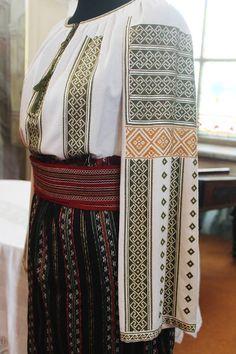 Diana, Costumes, Traditional, Moldova, Romania, Country, Fashion, Moda, Dress Up Clothes