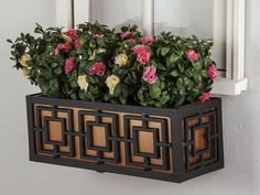 These sophisticated geometric metal flower boxes include liners and come in 2 to 6 foot sizes. Aluminum planter boxes will not rust. Mount as window boxes or fence planters. Plastic Planters, Wooden Garden Planters, Window Planter Boxes, Modern Planters, Metal Window Boxes, Planter Liners, Apartment Balcony Decorating, Aluminium Windows, Metal Flowers