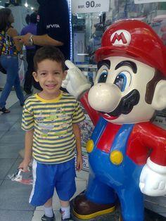 Con su amigo Mario
