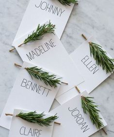 18 Creative DIY Place Cards for Your Turkey Day Table Thanksgiving Place Cards DIY - Holiday Place Holders - House Beautiful Thanksgiving Place Cards, Thanksgiving Table Settings, Holiday Tables, Thanksgiving Decorations, Christmas Place Cards, Christmas Decorations Dinner Table, Rustic Thanksgiving, Hosting Thanksgiving, Christmas Tables