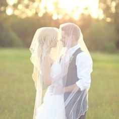 One year on: Get to wear your dress again with an anniversary shoot! ✈ by Jenn Guthrie Photography