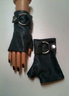 Fingerless leather Gloves in blue