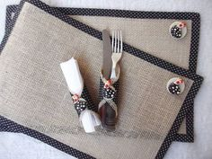 Jute Crafts: 29 Ideas to Make at Home Burlap Crafts, Diy And Crafts, Sewing Crafts, Sewing Projects, Boho Dekor, Coffee Sacks, Sewing To Sell, Magazine Crafts, Ethnic Bag