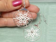 tatting attached to a hoop with picots