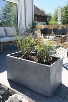 Planter Planter Fiberglass MAXI - Concrete Design Gray The MAXI planter is ideal as a raised bed or