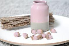 10 Filzeicheln in rosa. Handgemacht. Größe ca. 3 cm.