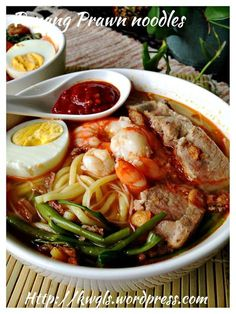 … No, it is Penang Hokkien Prawn Noodles (槟城福建虾面) - Guai Shu Shu Prawn Noodle Recipes, Soup Recipes, Cooking Recipes, Cooking Tips, Mie Noodles, Asian Noodles, Asian Recipes, Ethnic Recipes, Indonesian Recipes