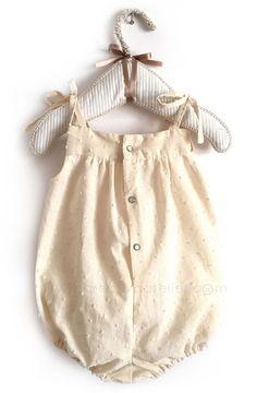Tutorial paso a paso para hacer esta ranita de bebé. http://www.creativaatelier.com/como-hacer-un-pelele-de-bebe-de-plumeti-costura-diy/
