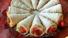 Külah Pasta Tarifi nasıl yapılır? Külah Pasta Tarifi'nin malzemeleri, resimli anlatımı ve yapılışı için tıklayın. Yazar: Kadınca Tarifler Pan Bread, Fresh Rolls, Hot Chocolate, Tea Party, Tart, Bakery, Food And Drink, Cooking Recipes, Yummy Food