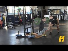 Barbell lunge exercise instructions and video | Weight Training Guide