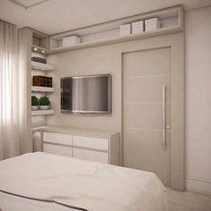 Painel de TV para quarto de casal com nichos, prateleiras e porta de correr 🚪 Uma excelente ideia para quem tem pouco espaço no local 😉…