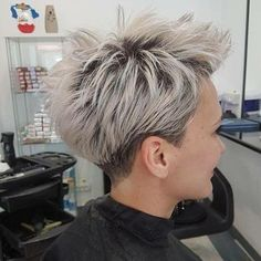 Don't you just love a fun pixie? This one is from Diana Apostol – ✂️❤… Don't you just love a fun pixie? This one is from Diana Apostol – ✂️❤️✂️❤️✂️❤️ Short Blonde Pixie, Short Sassy Hair, Short Grey Hair, Short Straight Hair, Short Pixie Haircuts, Short Hairstyles For Women, Short Hair Cuts, Straight Hairstyles, Cool Hairstyles