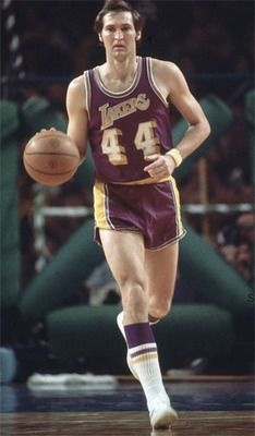 LA Lakers' Jerry West, the pic that became the NBA logo. Basketball Legends, Sports Basketball, College Basketball, Basketball Players, Nfl Football, Basketball Stuff, Basketball Funny, Basketball Shirts, Basketball Pictures