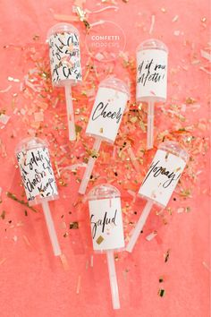 Celebrate in shimmery style with these DIY confetti poppers. Celebrate in shimmery style with these DIY confetti poppers. Confetti Poppers, Diy Confetti, Diy Poppers, Confetti Ideas, Confetti Photos, Wedding Confetti, Bridal Shower Favors, Party Favors, Party Snacks