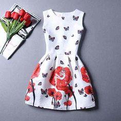vestido rodado curto com cintura marcada, motivo floral