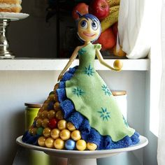 Kolipops via You Tube Scarlet Cakes Iced Creations Beautiful Cakes, Amazing Cakes, Inside Out Party Ideas, Inside Out Cakes, Cake Cookies, Cupcake Cakes, Movie Cakes, Fairy Cakes, Disney Cakes