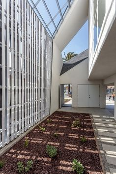 IVRV House | Darin Johnstone Architects, Southern California Institute of Architecture, Habitat for Humanity of greater Los Angeles; Photo: Joshua White / JWPictures.com | Archinect