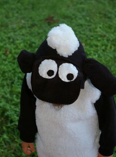 I love this Shaun the Sheep costume made with an old black hoodie. #Shaunthesheep