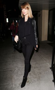 Celebrity Street Style Picture Description Taylor Swift wears a black leather jacket with knit panels, skinny jeans, a top-handle bag, and ankle Taylor Swift Information, Celebrity Outfits, Celebrity Style, Black Ankle Boots Outfit, Looks Street Style, Taylors, Sheer Dress, Luxury Fashion, Fashion Trends