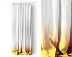 Kundenspezifische Länge Ombre Vorhänge, weiche mittelschwere natürlichen Leinen Stoff. Wir können Ihre Leinen Gardinen ungefüttert, gefüttert mit dünnen Privatsphäre Futter oder Blackout Futter machen.  Breite: 53/ 135cm Länge: Benutzerdefiniert: Wählen Sie aus der Drop-down-Menü Auswahl  TOP: Rod Tasche. Die Tasche misst L 4/ 10cm, die der Vorhang Länge enthalten ist. Direkt an einem Stab aufgehängt oder mit Clip-Ringe befestigt werden kann.  FARBE: gelb von unten verblassen in weiß…