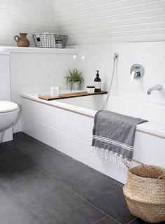 49 Luxury Minimalist Bathroom Decoration Ideas #bathroom #bathroomdecor #bathroomdecoratingideas