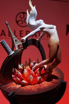 . British Chocolate, Chocolate Work, Divine Chocolate, Beautiful Cakes, Amazing Cakes, Chocolate Showpiece, Food Sculpture, Taiwanese Cuisine, Chocolate Sculptures