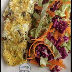 #5ingredient breakfast is a mushroom omelette with a spicy cabbage slaw. #endurancefoodies #realfood #cleaneating #enduranceathlete #endurancenutrition #plantbased #plantbasedathlete #cter #keepitsimple #keepittasty #keepitclean #homemadechef #ironman #ironmandiet #breakfast #eggs - @cooktraineatrace- #webstagram