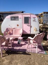 Ah, the art of glamping. Combining chic ideas with the outdoors, glamping is a way to have fun and be comfortable. Not quite camping yet not quite a s. Small Camper Trailers, Small Campers, Old Campers, Retro Campers, Vintage Campers, Camping Trailers, Retro Trailers, Happy Campers, Camping Vintage