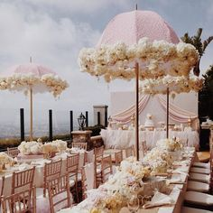 Striking flower chandeliers, super sweet bridal bouquets, splendid wedding centerpiece arrangements, glamorous ceremony designs, here is a hand-picked collection of the best wedding flower ideas from around the web. Baby Shower Photography, Umbrella Photography, Indian Wedding Decorations, Wedding Centerpieces, Centrepieces, Mod Wedding, Dream Wedding, Wedding Blog, Umbrella Centerpiece