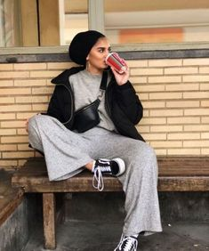 Stylish and neatly hijab outfits Turban Outfit, Turban Hijab, Turban Style, Modern Hijab Fashion, Street Hijab Fashion, Muslim Fashion, Casual Hijab Outfit, Hijab Chic, Stylish Hijab