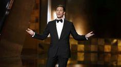Andy Samberg presentando la gala de los Emmy 2015