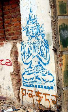 Street Buddha art ☸️ Cool Stencils, Stencil Art, Stencil Street Art, Reverse Graffiti, Amazing Street Art, Buddha Art, Small Art, Street Art Graffiti, Land Art