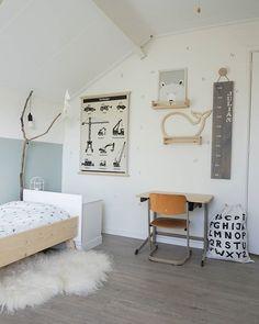 Kids' Room Decorating Ideas and Inspiration - HouzDeco Boy Room, Room Kids, Minimalist Kids, Kids Room Design, Kid Spaces, Kids Bedroom, Bedroom Ideas, Room Inspiration, Room Decor