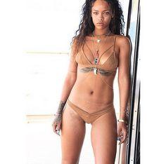 Rihanna Nude In Sexy Skin Color Bikini Rihanna Bikini, Rihanna Body, Rihanna Riri, Michelle Lewin, Weight Lifting, Photos Rihanna, Swimwear, Brunettes, Outfit