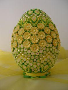 Vajíčko * quilling s perličkami Quilled Paper Art, Quilling Paper Craft, Quilling Jewelry, Quilling Patterns, Quilling Designs, Egg Crafts, Easter Crafts, Styrofoam Crafts, Easter Egg Pattern