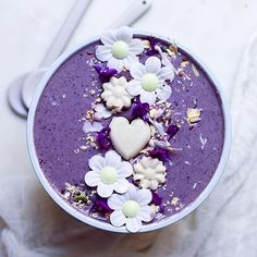 Monday morning, here we come! This simple blueberry bowl is made by blending 1 frozen banana, 1/2 cup frozen blueberries, 1 heaping Tbsp coconut butter, a scoop of @sunsol_muesli almonds, cashews, macadamias and walnuts, almond milk and a dash of vanilla. A seriously quick, delicious and filling start to the new week. #sunsolwakesyouup