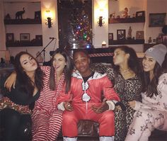 Pin for Later: See How All Your Favorite Celebrities Got in the Holiday Spirit Victoria Justice had a onesie party with the cast of Victorious, including Ariana Grande. Victorious Episodes, Victorious Nickelodeon, Icarly And Victorious, Tori Vega, Victoria Justice, Liz Gilles, Daniella Monet, Bae, Nickelodeon Shows