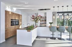 Kitchen Remodeling: Why You Should Also Change Your Décor - Kitchen Remodel Ideas Living Room Kitchen, New Kitchen, Kitchen Interior, Interior Design Living Room, Kitchen Decor, Luxury Kitchen Design, Best Kitchen Designs, Luxury Kitchens, Cool Kitchens