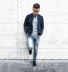 #ootd #ootdmen #street #streetstyle #stylemen #look #style #fashion #fashionista #men #menswear #menstyle #mensstyle #menfashion #mensfashion #instafashion #moda #instadaily #fashionpost #outfitoftheday #outfit #bomber #greysweater #sweater #denim #davidbeckham #puma #bluebomber #sneakers #menstreetstylemag