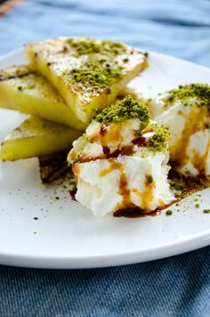 Grilled Pineapple with Ice Cream. A very easy and simple dessert than you can make in no time!   giverecipe.com   #pineapple #icecream #pistachio #dessert #easy