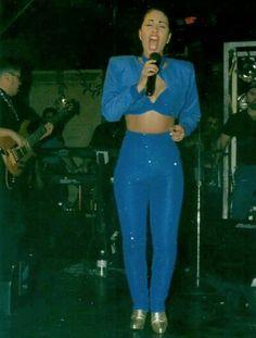 Selena Quintanilla in concert