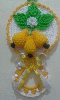 porta pano de prato Pregnancy pregnancy or period Crochet Food, Crochet Kitchen, Easter Crochet, Love Crochet, Crochet Flower Patterns, Crochet Designs, Crochet Flowers, Crochet Home Decor, Crochet Crafts