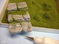Make rock steps for your fairy garden . a tutorial :) Make rock steps for your fairy garden … a tutorial 🙂 Make rock steps for your fairy garden … a tutorial 🙂 Mini Fairy Garden, Fairy Garden Houses, Fairies Garden, Fairy Gardening, Gardening Tips, Fairy Garden Furniture, Fairy Village, Fairy Crafts, Garden Steps