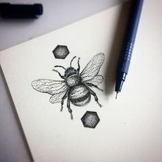 tattoos absolutes tattoos and piercings tattoist tattooart bee tattoos . Natur Tattoos, Kunst Tattoos, Body Art Tattoos, Tatoos, Tattoo Ink, Bumble Bee Tattoo, Honey Bee Tattoo, Stippling Art, Stippling Tattoo