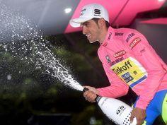 Alberto Contador celebrando su victoria en el Giro de Italia 2015