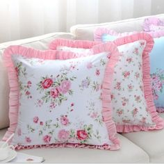 29 Gorgeous Shabby Chic Kitchen Decor Ideas that are Comfy, Cozy and Sweet - The Trending House Shabby Chic Pillows, Shabby Chic Pink, Shabby Chic Bedrooms, Diy Pillows, Shabby Chic Homes, Throw Pillows, Shabby Chic Kitchen Decor, Shabby Chic Furniture, Bedroom Furniture